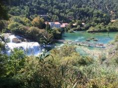 Vackra vattenfall i Krka, Kroatien