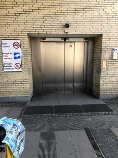 Hissen ned till tunneln