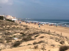 Mycket folk på stranden